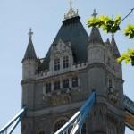 Einer der Türme der Londoner Tower Bridge