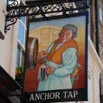 Außenschild eines Londoner Pubs