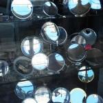 Schaufenster mit Spiegeln in Modena (Italien)