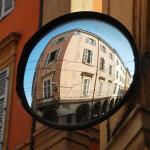 Verkehrsspiegel in Modena (Italien)
