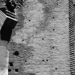 Felsmauer im Kolosseum in Rom