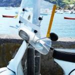 Ein typischer italienischer Motorroller in Ischia Porto