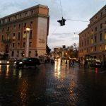 Römische Straßenszene in der Abenddämmerung