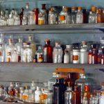 Chemikalien-Flaschen im Laboratorium von Thomas Alva Edison in dessen Winterresidenz in Fort Myers (Florida)