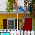 Farbenfrohe Vorderseite eines Hauses in Key West (Florida)