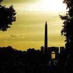 Sonnenuntergang über dem Obelisk von Luxor in Paris