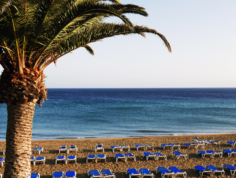 Strandabschnitt in Puerto del Carmen (Lanzarote)
