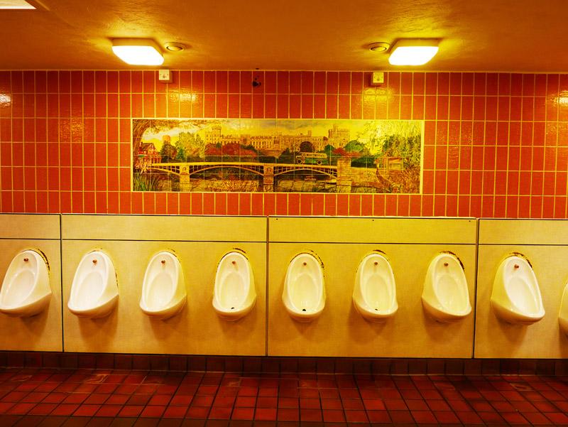 Öffentliche Toilette am Bahnhof Windsor (England)