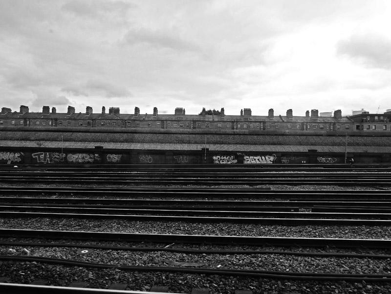 Mit dem Zug durch die Londoner Vororte