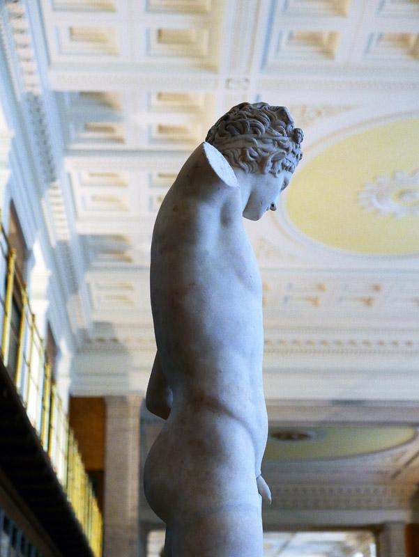Statue in der Bibliothek des British Museum London