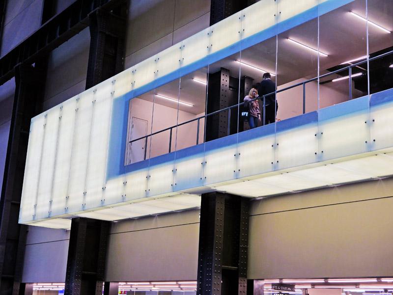 Blick auf eine Etage des Londoner Tate Modern