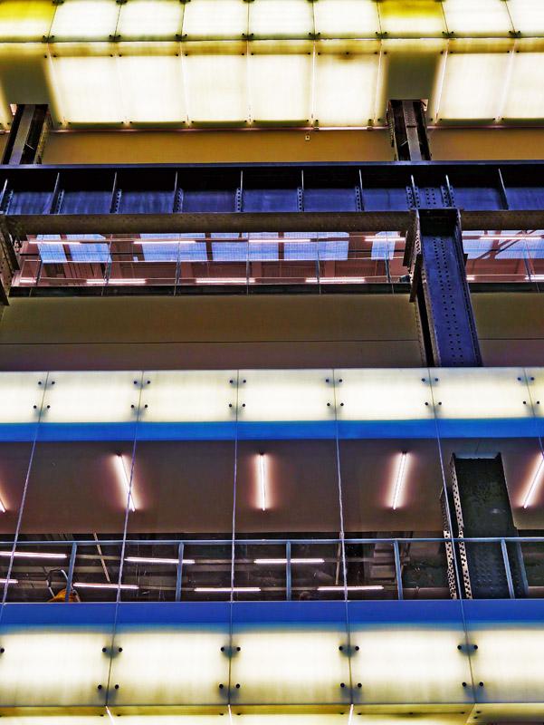 Außenfassade der Turbine Hall im Tate Modern in London