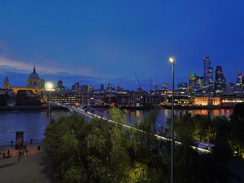 Skyline von London bei Nacht