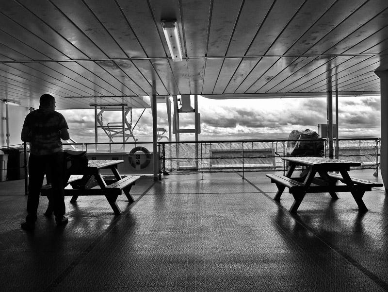 Einsamer Passagier auf Fähre von Dover (England) nach Dünkirchen (Frankreich)